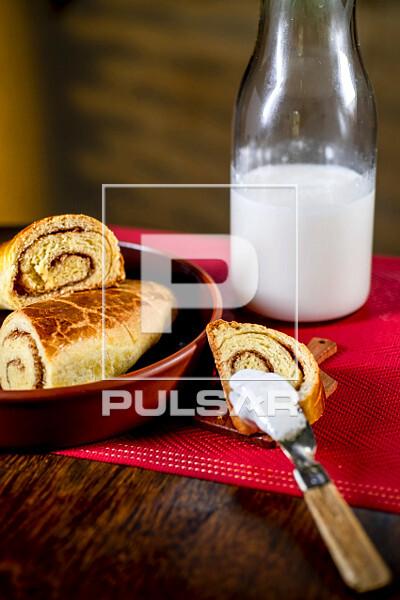 Leite e manteiga de cabra com rosca doce