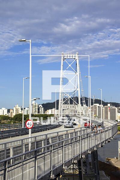 Ponte Hercílio Luz - liga a ilha de Santa Catarina ao continente - inaugurada em 1926