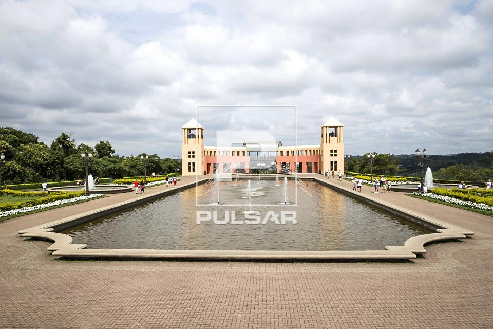 Chafariz, belvedere e torres de observação no Parque Tanguá - bairro do Pilarzinho - instalado em antigo co