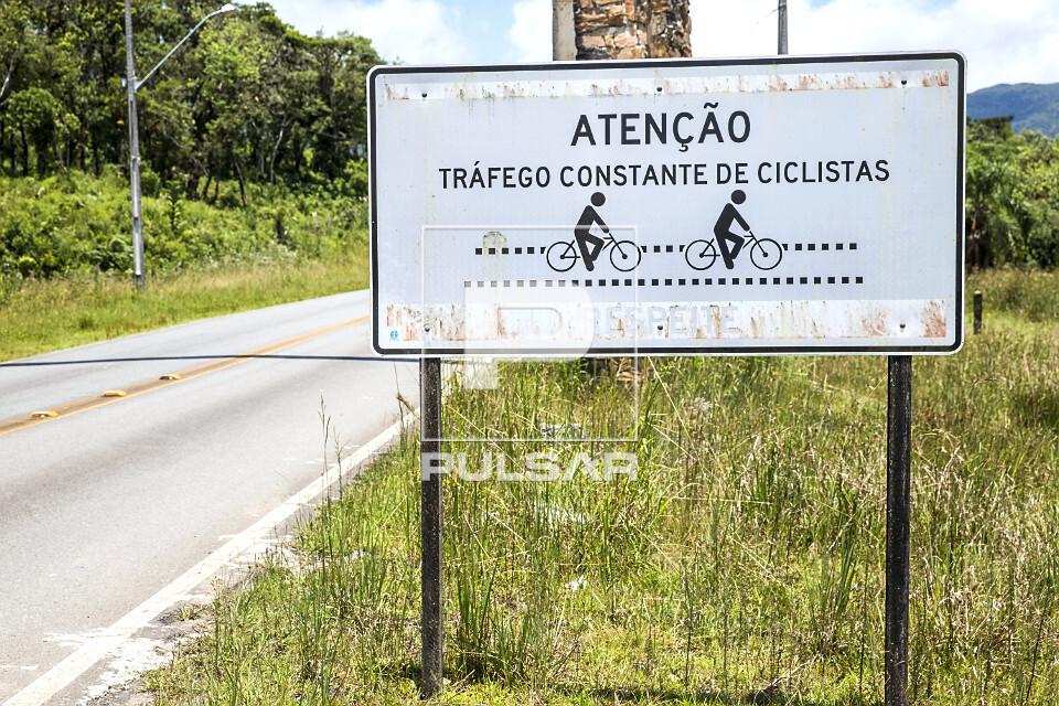 Placa de sinalização de tráfego constante de ciclistas