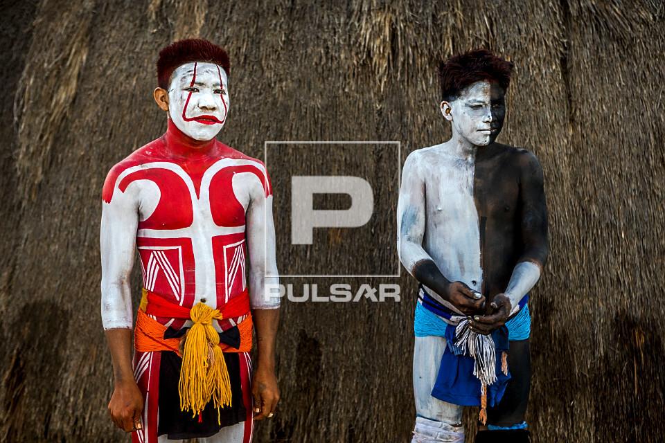 Jovens indígenas - aldeia Afukuri etnia Kuikuro preparados para luta marcial Huka-Huka durante cerimônia do