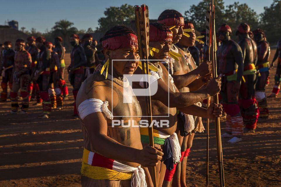 Indígenas da Aldeia Afukuri etnia Kuikuro durante cerimônia do Kuarup - Parque Indígena do Xingu