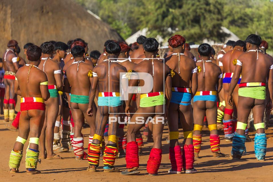 Indígenas da Aldeia Afukuri e etnia Kuikuro durante cerimônia do Kuarup - Parque Indígena do Xingu