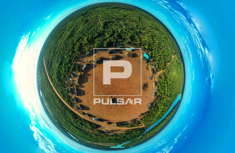 Vista de drone da aldeia Afukuri e etnia Kuikuro - Parque Indígena do Xingu - imagem a 360 graus distorcida