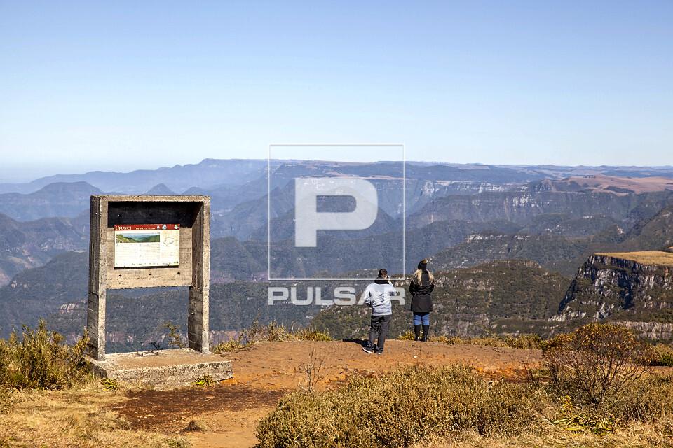 Ecorutistas no Morro da Igreja - Parque Nacional de São Joaquim