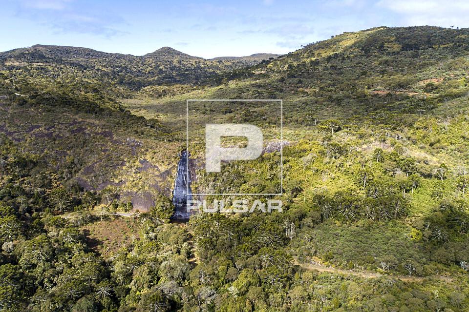 Vista de drone da Cachoeira Véu de Noiva
