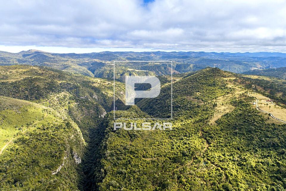 Vista de drone da Serra dos Bitus e Cânion do Xaxim