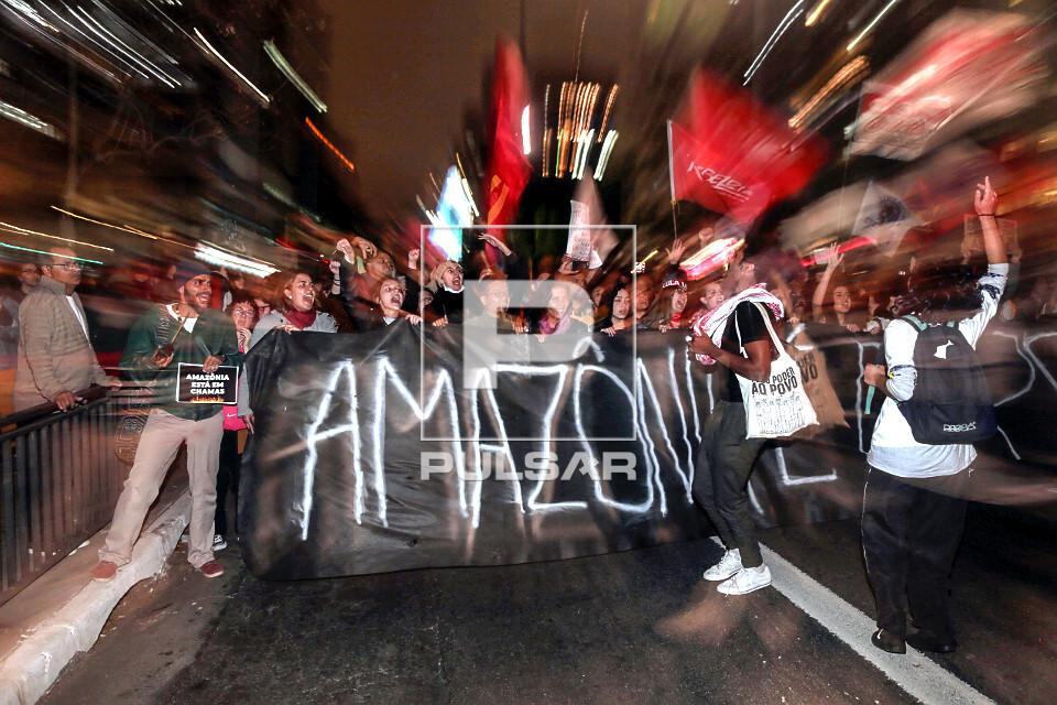 Manifestação em favor da Amazônia na Avenida Paulista