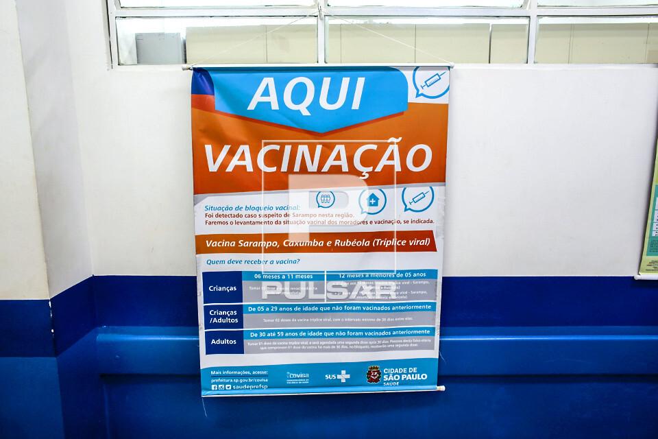 Detalhe de cartaz informativo de vacinação na UBS Unidade Básica de Saúde Boracea - bairro Barra Funda