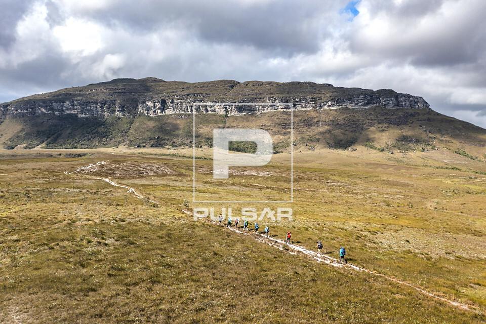 Vista de drone de ecoturistas na Gerais do Vieira no Parque Nacional da Chapada Diamantina