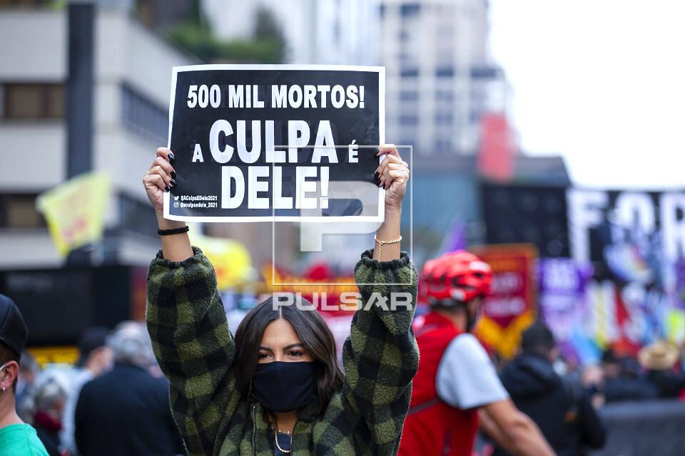 Manifestação contra governo do presidente Jair Bolsonaro - protesto pelos 500 mil mortos pelo COVID-19 - ave