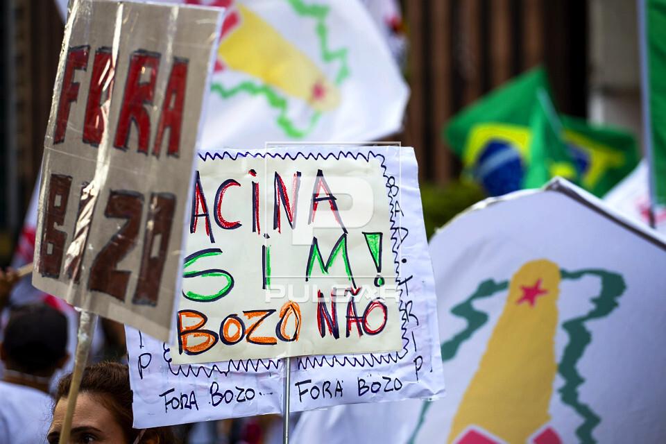 Manifestação contra governo Jair Bolsonaro na avenida Paulista reivindicam vacinação contra o COVID-19