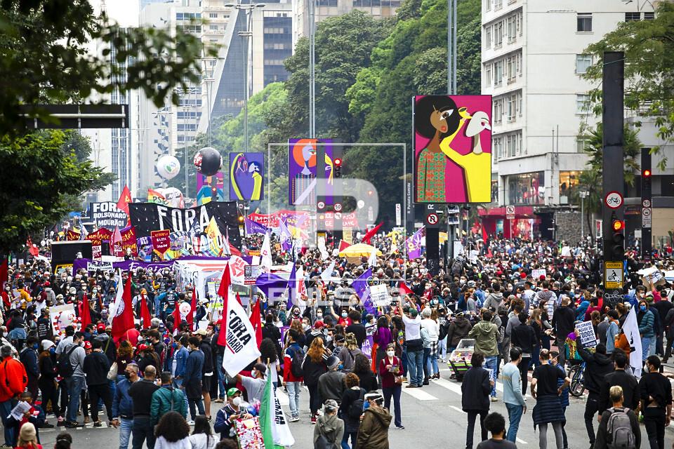 Vista de cima de manifestação contra o governo Jair Bolsonaro na avenida Paulista