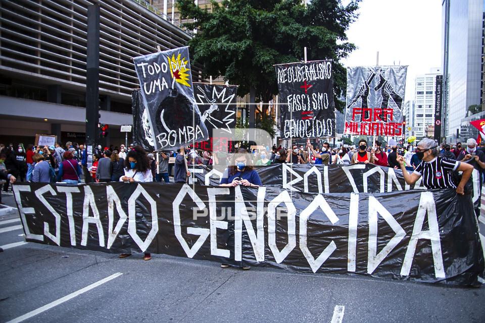 Manifestantes protestam contra o governo Jair Bolsonaro na avenida Paulista
