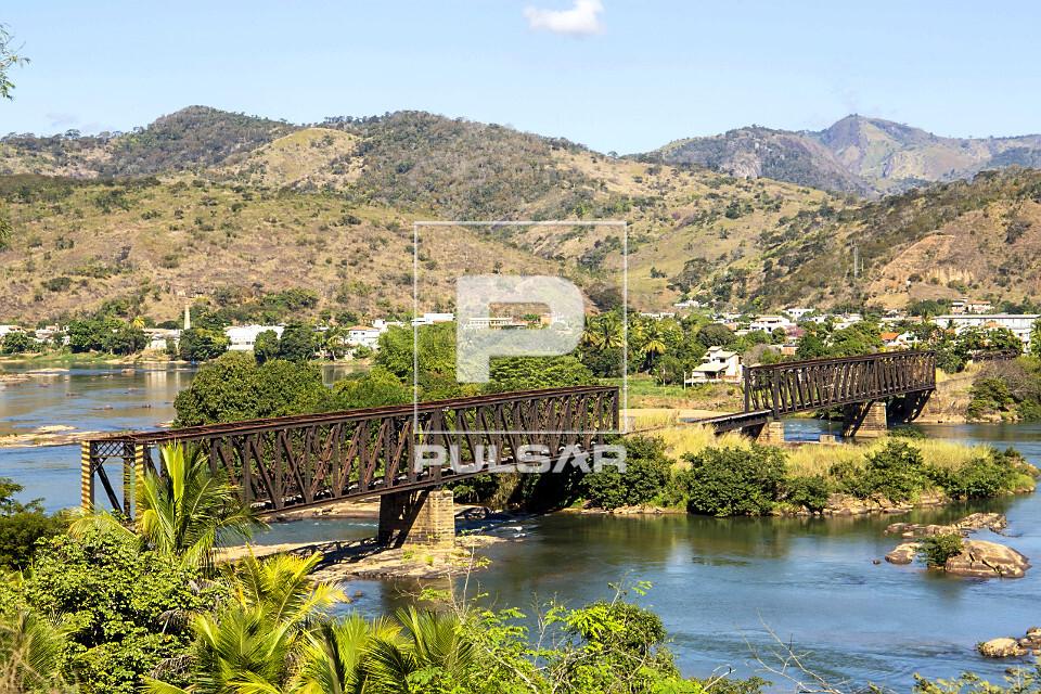 Ponte Preta - ponte ferroviária desativada - sobre o rio Paraíba do Sul no distrito de Ipuca