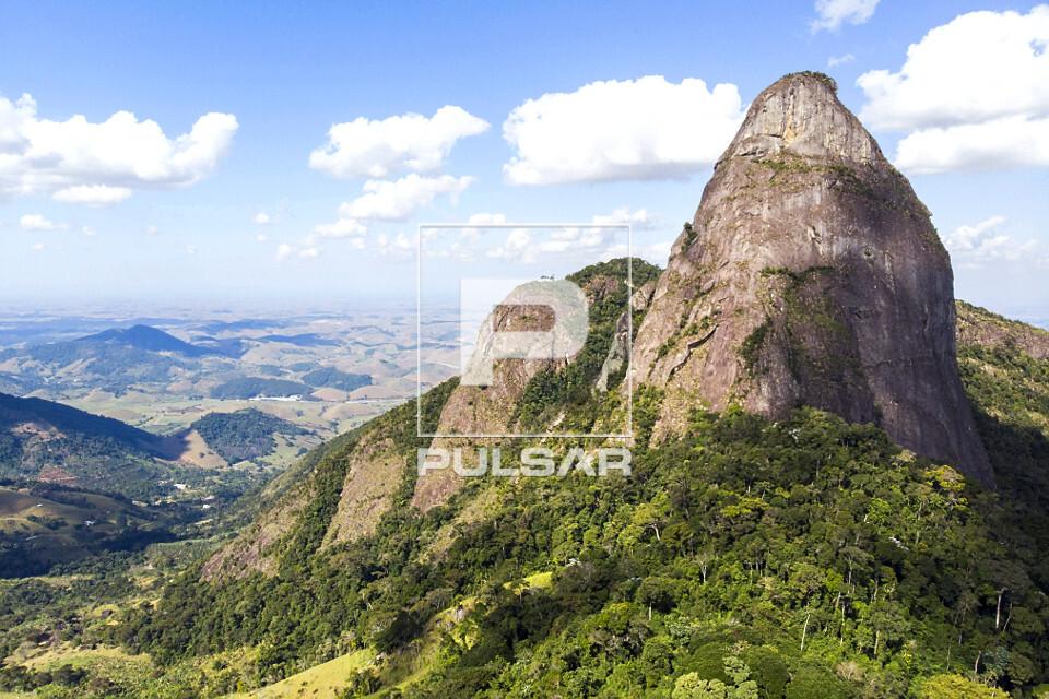 Pico do Farol - inserido no Monumento Natural Estadual de Serra das Torres