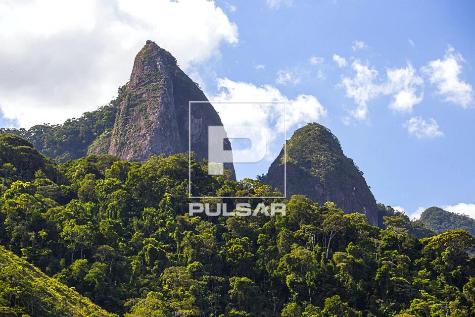 Picos do Monumento Natural Estadual de Serra das Torres