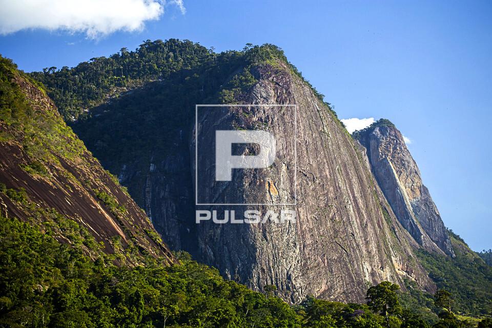Formações rochosas do Monumento Natural Estadual Serra das Torres