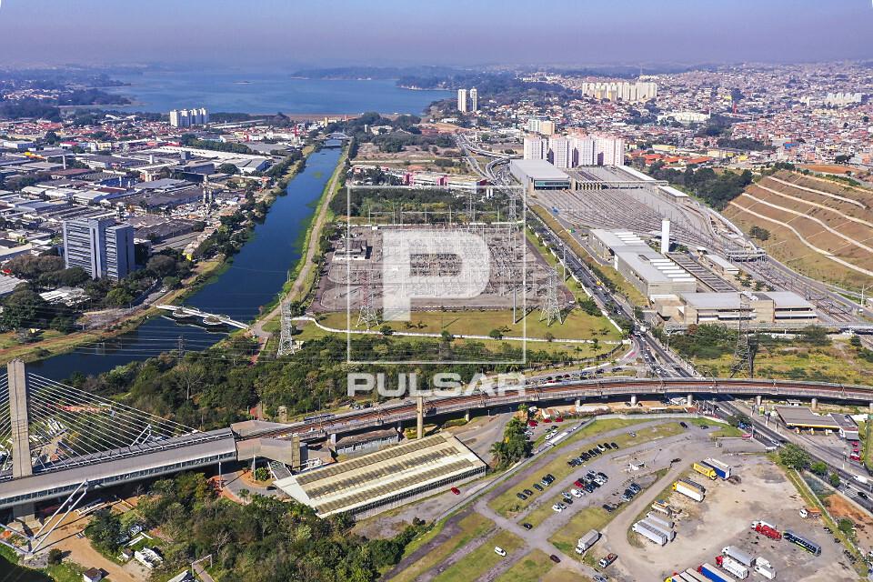 Vista de drone do Terminal Guido Caloi ao lado da Estação Santo Amaro Linha 5-Lilás e subestação na marge