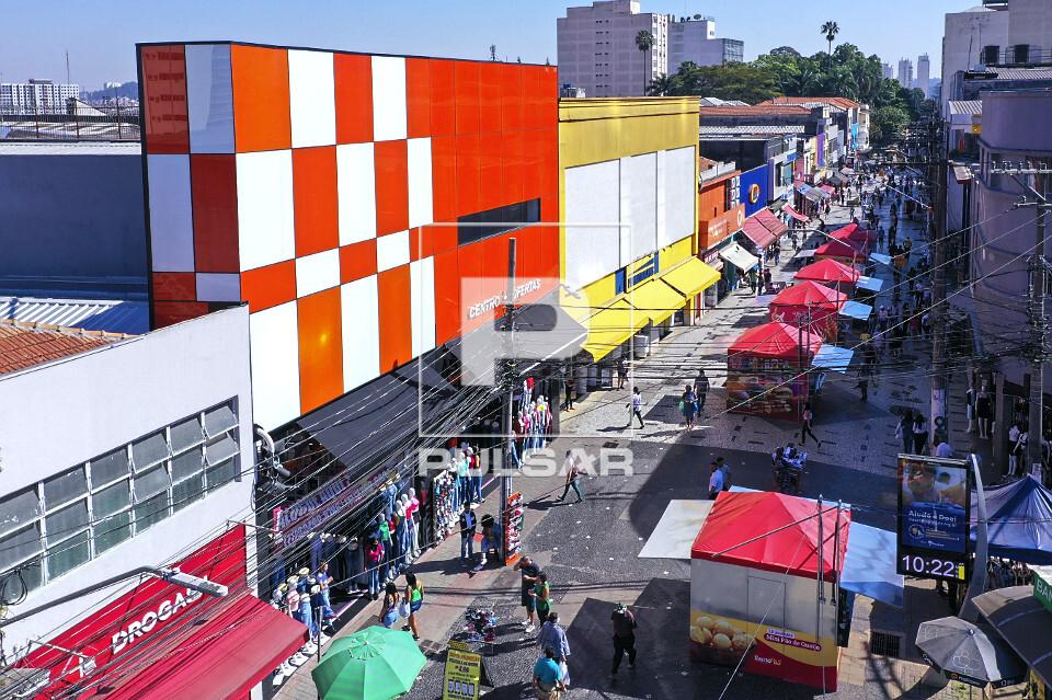 Vista de drone de comércio no Largo Treze de Maio - Bairro de Santo Amaro - Rua Capitão Tiago Luz