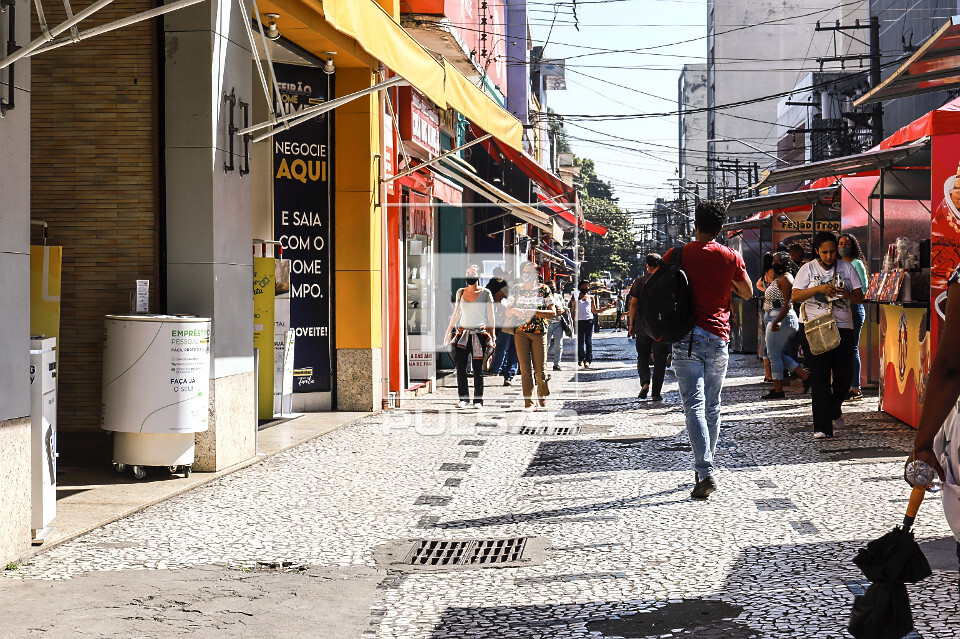 Comércio na Rua Capitão Tiago Luz no Largo 13 de Maio - Bairro Santo Amaro