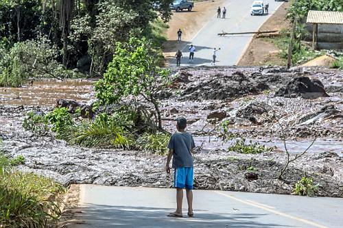Interdição da MG-040 Rodovia Alberto Flores após rompimento da barragem da mina Córrego do Feijão operada