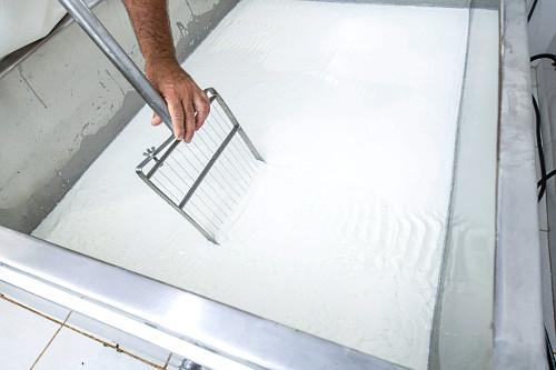 Produção de queijo artesanal mineiro
