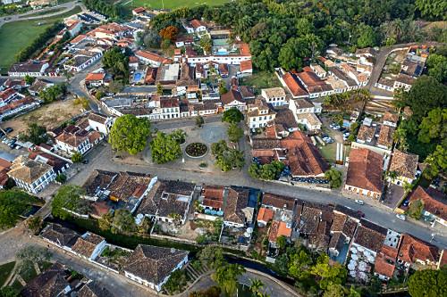 Vista de drone do centro histórico - Circuito Turístico Trilha dos Inconfidentes