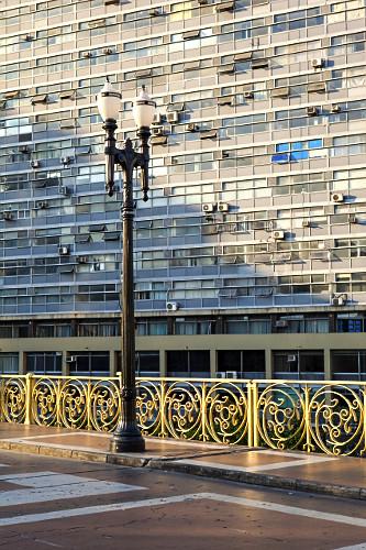 Luminária no Viaduto Santa Ifigênia e Condomínio Edifício Mirante do Vale - centro histórico - estrutura