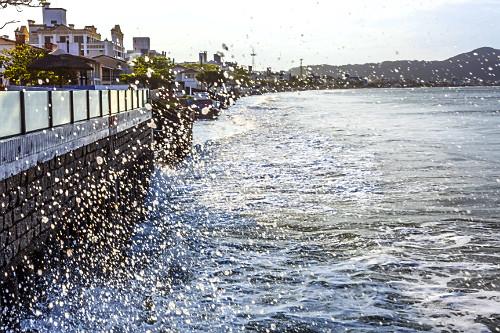 Avanço do mar na Praia dos Ingleses