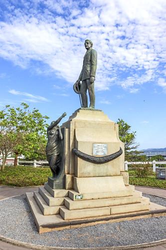 Estátua em homenagem ao ex-governador Hercílio Luz na praça que leva seu nome