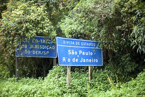 Placa de divida dos Estados de São Paulo e Rio de Janeiro - Rodovia Paraty-Cunha - conhecida como Estrada Par