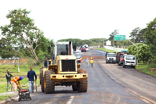 Obras de recapeamento na Rodovia BR-272