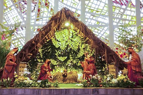 Presépio de Natal no interior da Catedral de Maringá