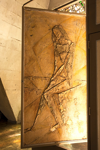 Pintura tipo rupestre do interior da Catedral de Maringá