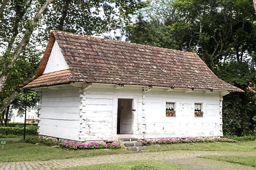 Memorial da Imigração Polonesa instalado no Bosque João Paulo II - mais conhecido por Bosque do Papa - reco