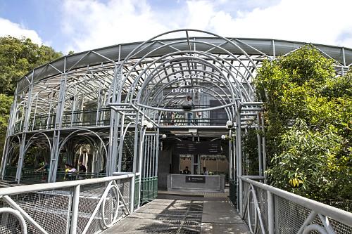 Ópera de Arame - teatro inaugurado em 1992 em estrutura tubular e teto de policarbonato transparente - projet