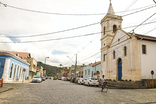 Igreja São Benedito na Rua Carlos Gomes da Costa
