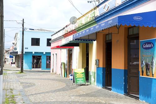 Fachada de comércio em prédio antigo