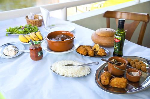 Barreado - prato típico da cidade servido em restaurante