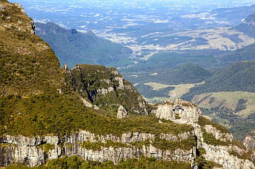 Pedra Furada no Morro da Igreja - Parque Nacional São Joaquim