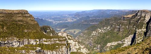 Vista panorâmica da Pedra Furada no Morro da Igreja - Parque Nacional São Joaquim