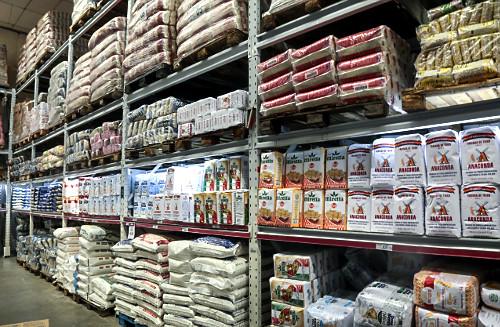 Vista interna de supermercado atacadista - seção de farinhas de trigo - Bairro do Limão - zona oeste