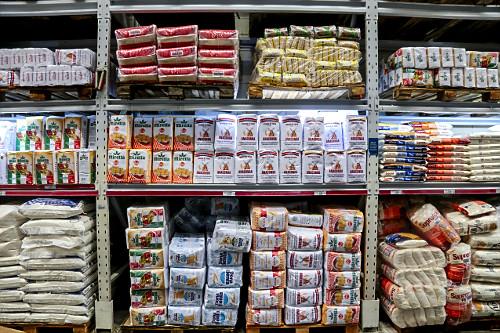 Vista interna de supermercado atacadista -seção de farinhas de trigo - Bairro do Limão - zona oeste