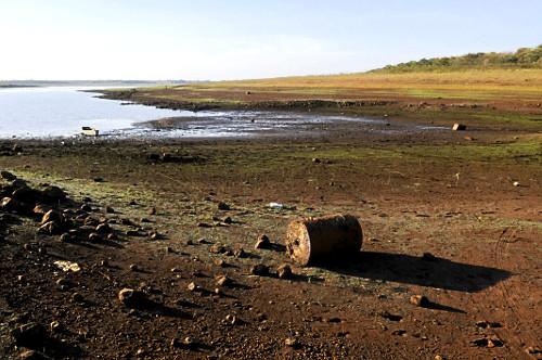 Vista de cima do reservatório de água da UHE Usina Hidrelétrica de Marimbondo formado pelo rio Grande com n