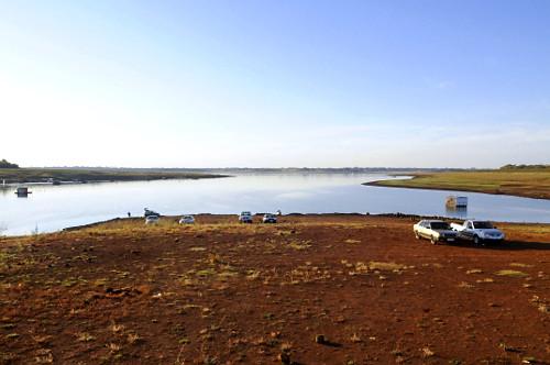 Vista de cima do reservatório de água da UHE Usina Hidrelétrica de Marimbondo formado pelo rio Grande com o