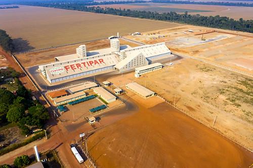 Vista de drone de unidade industrial de fabricação de fertilizantes agrícolas