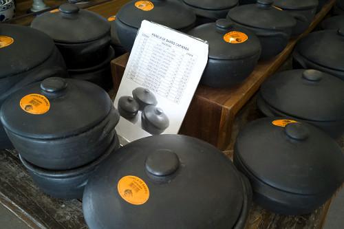 Panelas de barro produzidas artesanalmente à venda