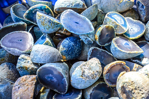 Pedras ágata cortadas,polidas e tingidas artificialmente