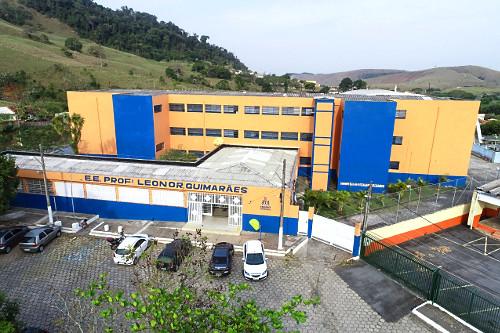 Vista de drone da Escola Estadual Professora Leonor Guimarães